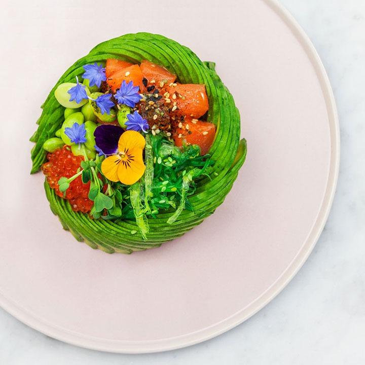 Kleurrijke The Avocado Show maaltijd