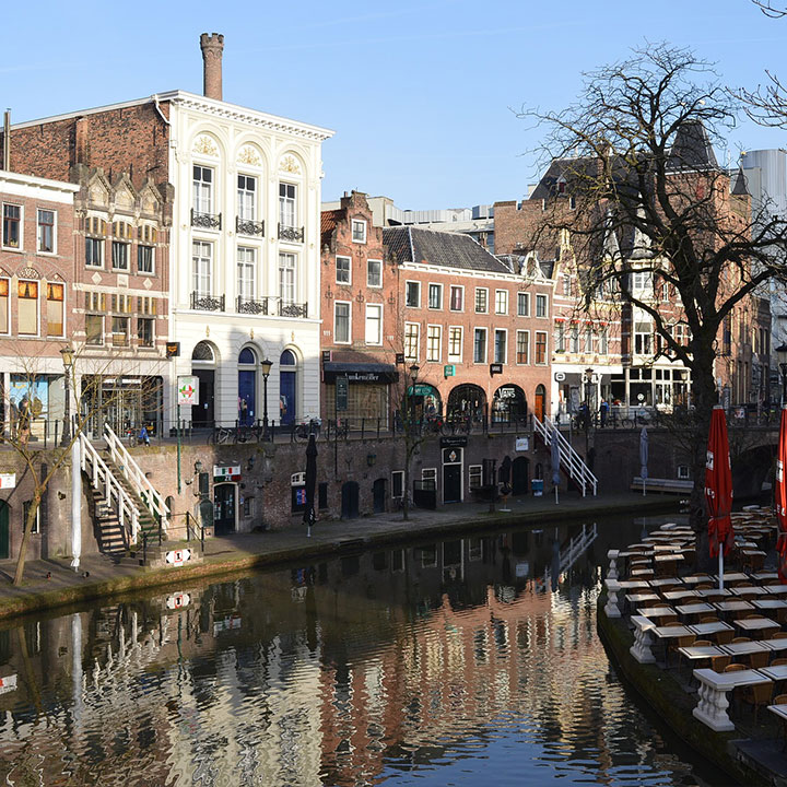 Kantoren aan de gracht in Utrecht