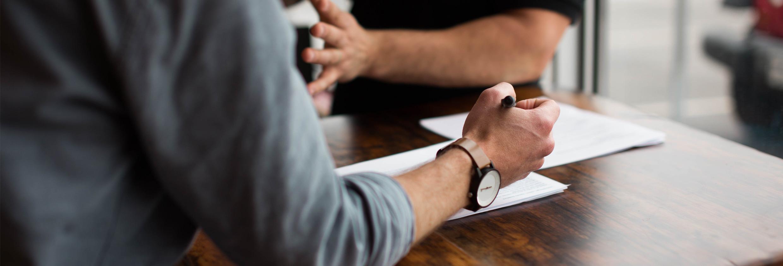 Overleg tussen een sollicitant en werkgever